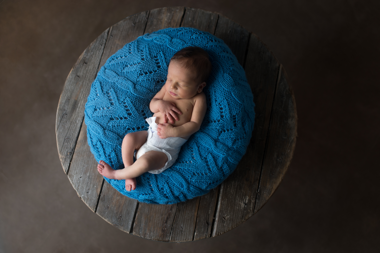 Elijah, nouveau-né de 6 jours, chez lui