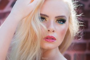portrait make up artist blonde MUA