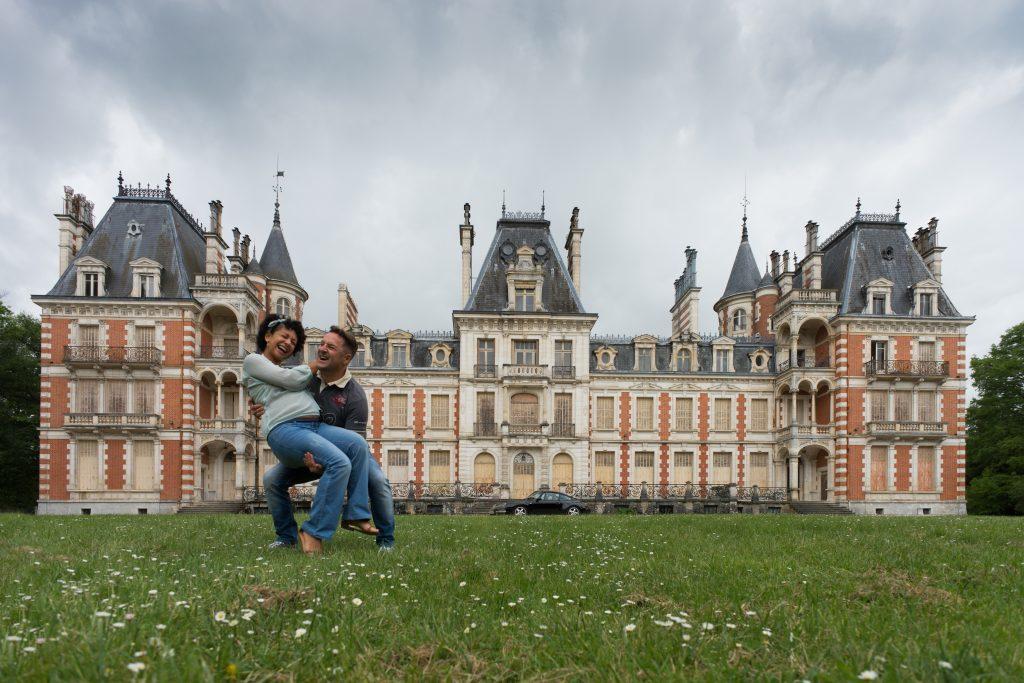 Séance photo grossesse château Loiret Orléans Porsche 911 luxe