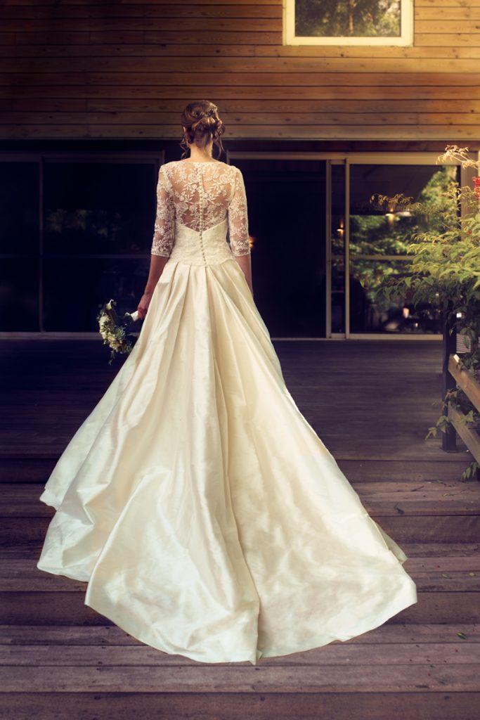 mariage mariée robe dos traîne dentelle nord lille amphytrion