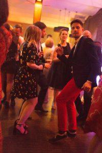 Soirée mariage mariés DJ danse lumière salle amphytrion invités reportage