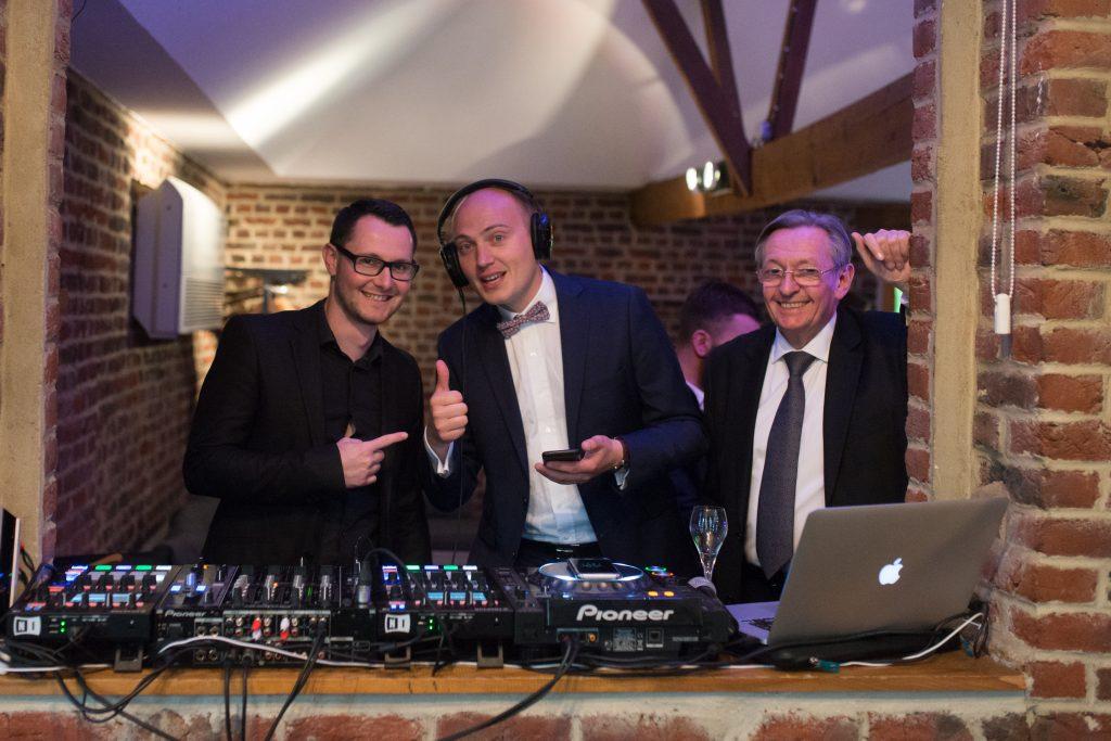 Soirée mariage mariés salle amphytrion jardin lille nord invités reportage DJ son vidéo musique lumières