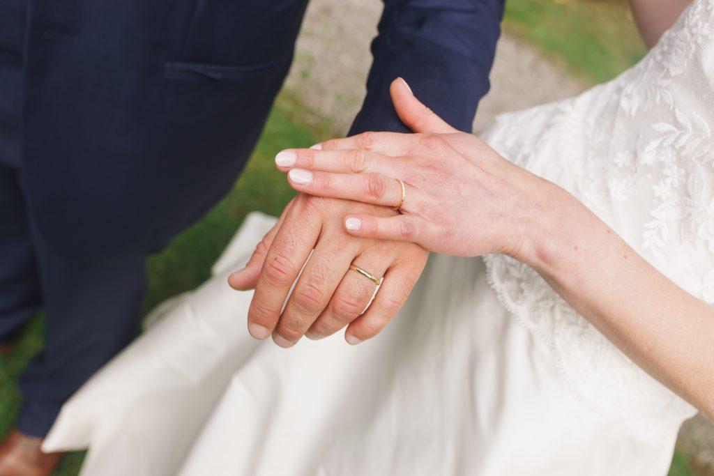 mariage mariés bague alliance mains