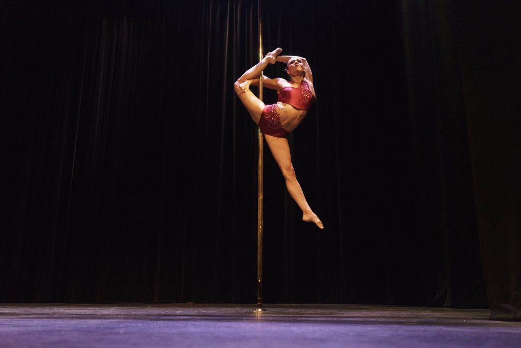 Bénédicte Rinaldi pole sports compétition pole dance 2017 souplesse contorsion show on stage spectacle palais des glaces paris