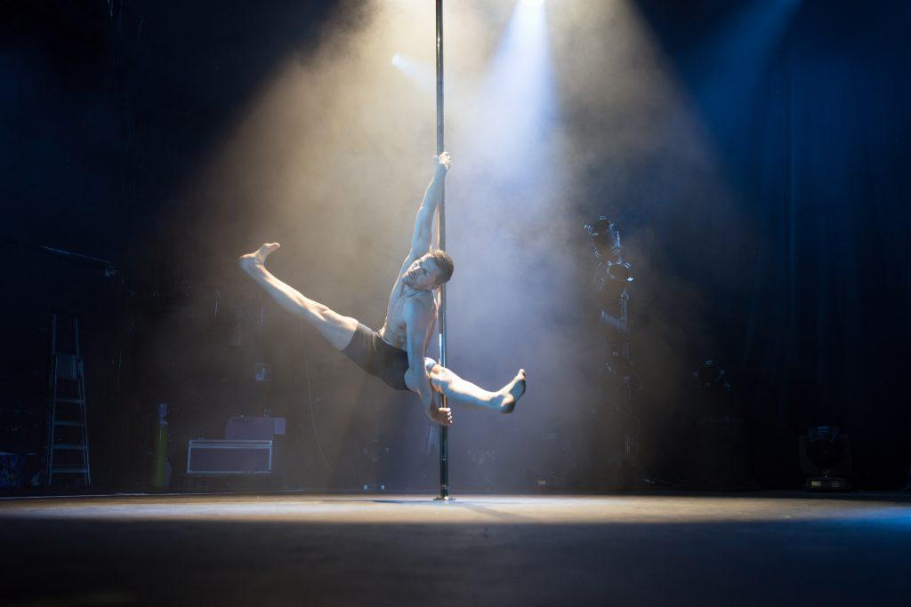 Photographe Pole Dance Slava Ruza juge judge jury 9ème Compétition Française de Pole Dance championnat champion spectacle show scène