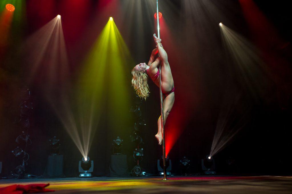 Photographe Pole Dance Vane Lunatica juge judge jury 9ème Compétition Française de Pole Dance championnat championne spectacle show scène