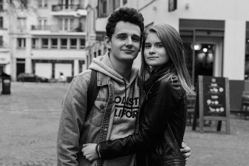 Portrait Lille photographe couple amoureux Lillois Lilloise couple centre ville république beaux arts