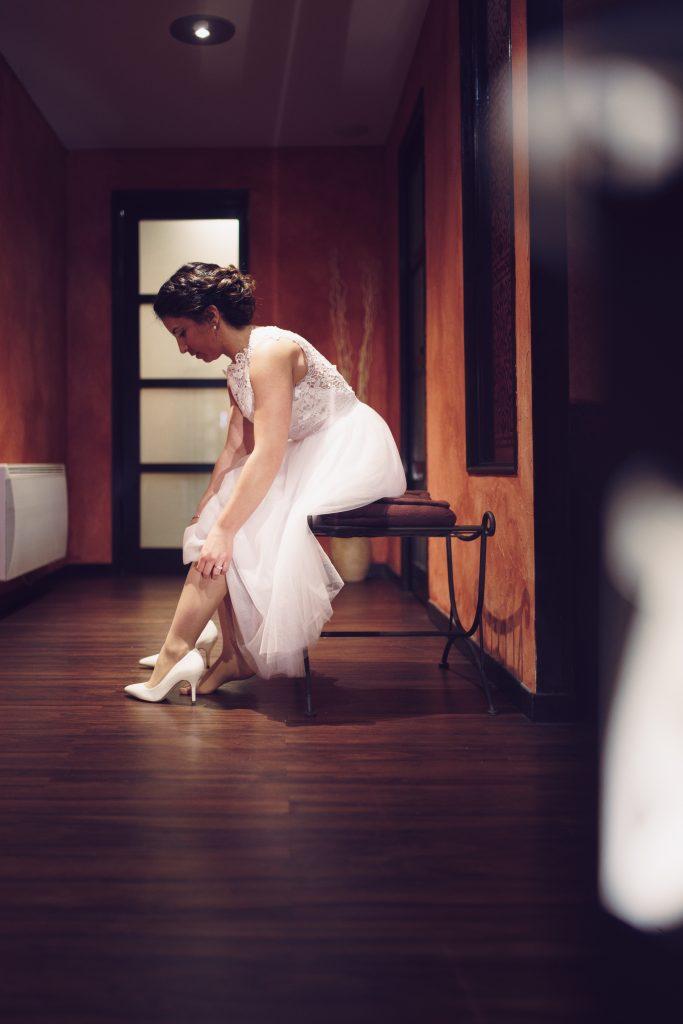 photographe mariage préparatifs mariée robe