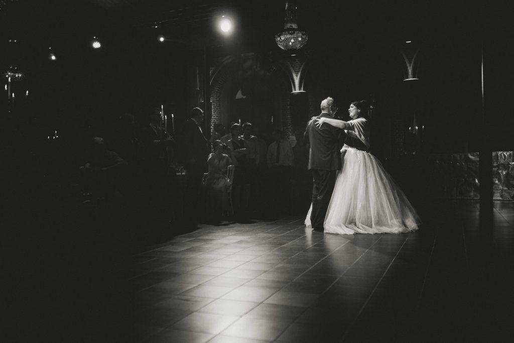 mariée danse avec son père