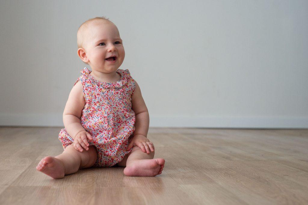 bébé assis 6 mois