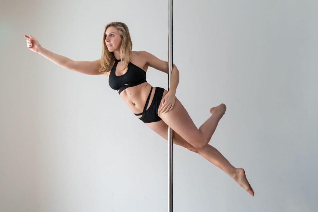 pole dance anastasia trick