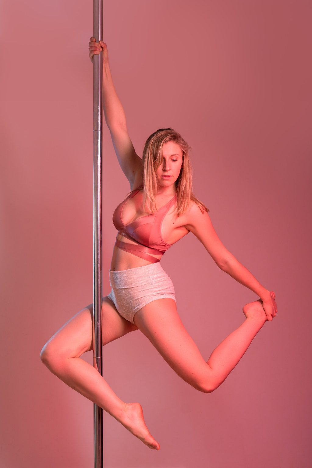 pole dance photography pink gélatines