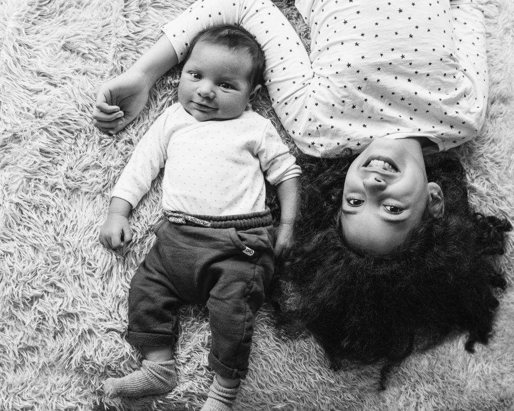 sourires enfants frère soeur