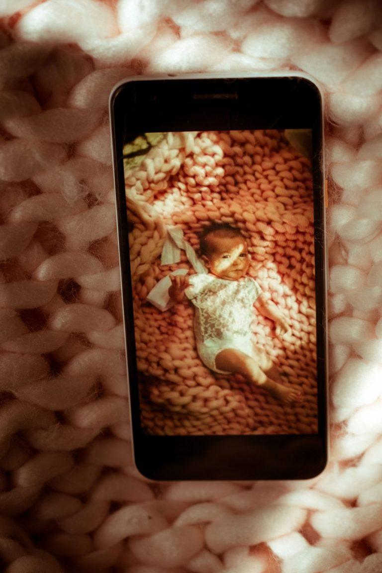 présenter son bébé en visio nouveau-né