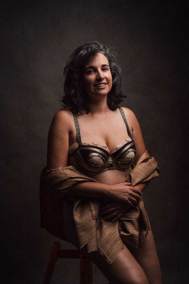 portrait lingerie femme 40 ans en studio