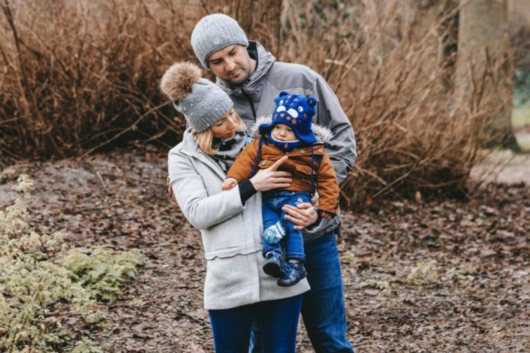séance photo famille en extérieur en hiver